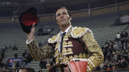 Vistalegre, David Mora Leaves the ring on shoulders